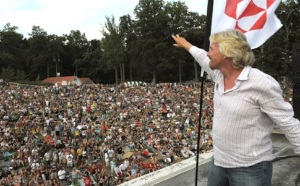 Richard Branson kicks off the Virgin Mobile FreeFest, a music festival that gives back. (Source: http://daily-beat.com)